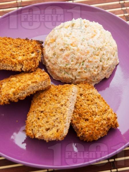 Тартар от риба сьомга с каперси и майонеза (дип, пастет, разядка, предястие от сьомга) - снимка на рецептата